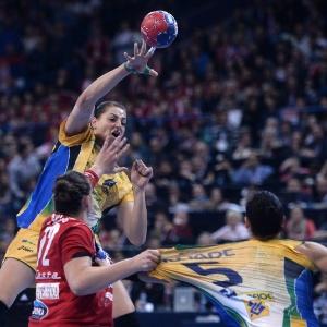 632f6ecf29 Brasil fatura histórico título mundial no handebol e cala caldeirão sérvio.  Brasil e Sérvia fazem final do Campeonato Mundial de Handebol Feminino