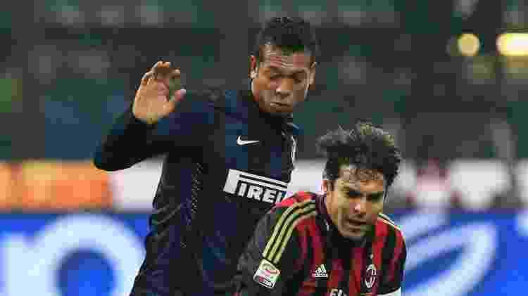 22.dez.2013 - Kaká é derrubado por Guarin no clássico entre Inter de Milão e Milan - REUTERS/Alessandro Garofalo - REUTERS/Alessandro Garofalo