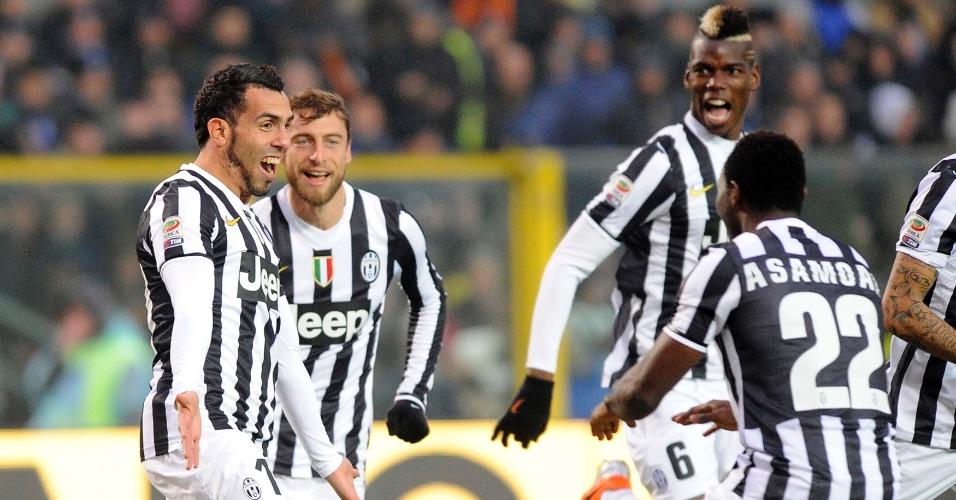 22.dez.2013 - Tevez corre para comemorar o gol da Juventus contra a Atalanta