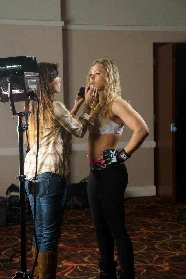 Ronda Rousey durante sessão de fotos do UFC 168