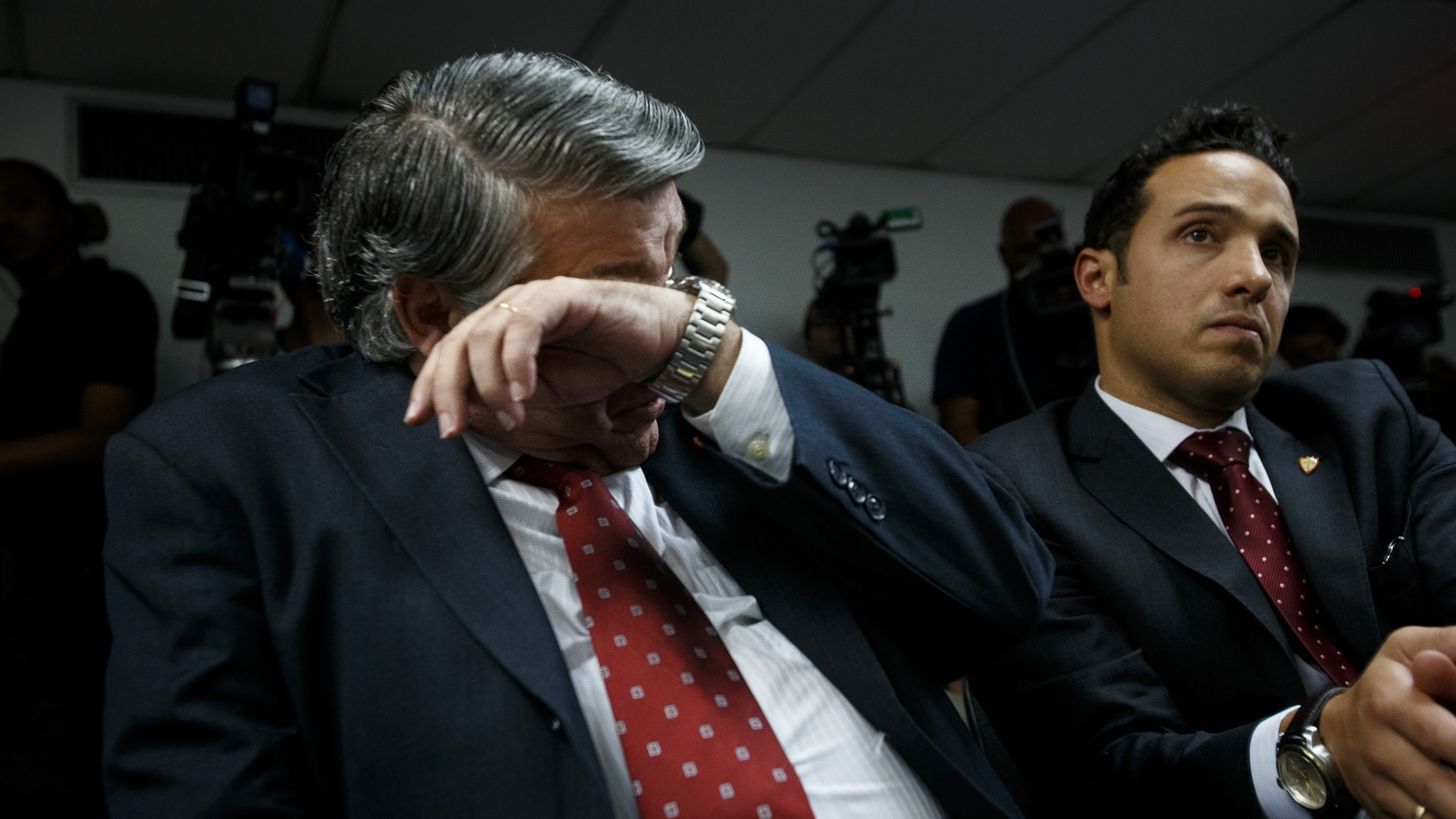 27.dez.2013 - Presidente da Portuguesa, Manuel da Lupa, aguarda o resultado do julgamento da Portuguesa no Pleno do STJD