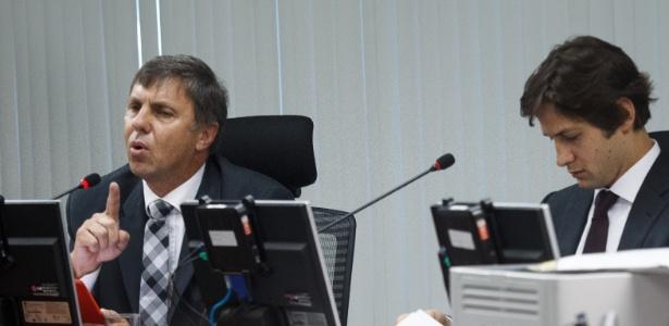 O STJD decidiu abrir inquérito sobre Paulo Schmitt (à esquerda) - Daniel Marenco/Folhapress