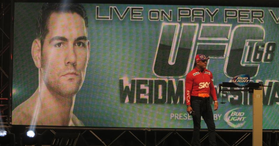 Vitor Belfort responde pergunta dos fãs antes da pesagem do UFC 168