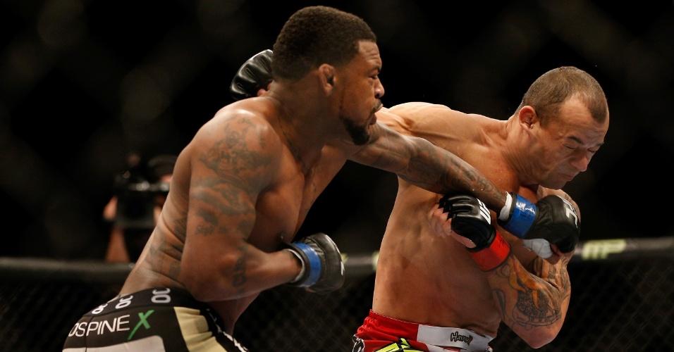 28.dez.2013 - Michael Johnson soco em Gleison Tibau durante luta pelo card preliminar do UFC 168. Americano nocauteou o brasileiro no segundo round
