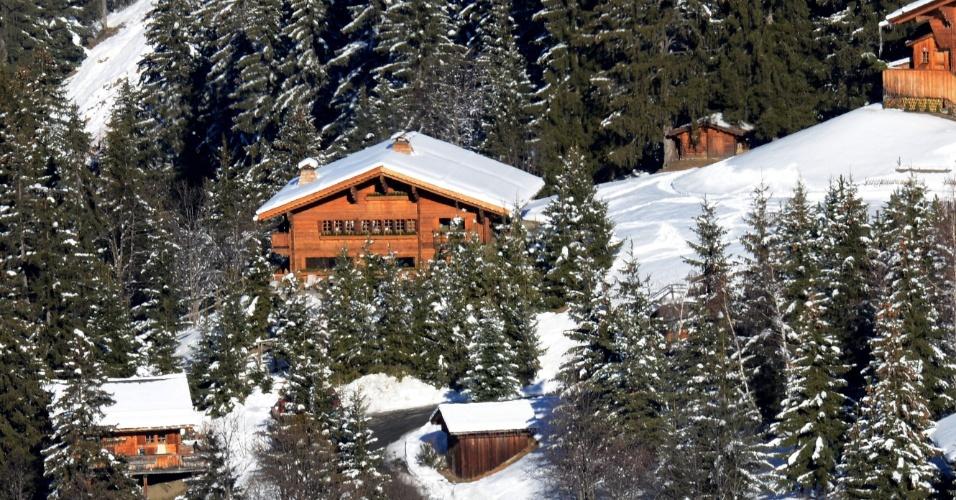 30.dez.2013 - Foto mostra o chalé (ao centro) adquirido por Schumacher, na parte privada da estação de esqui de Maribel