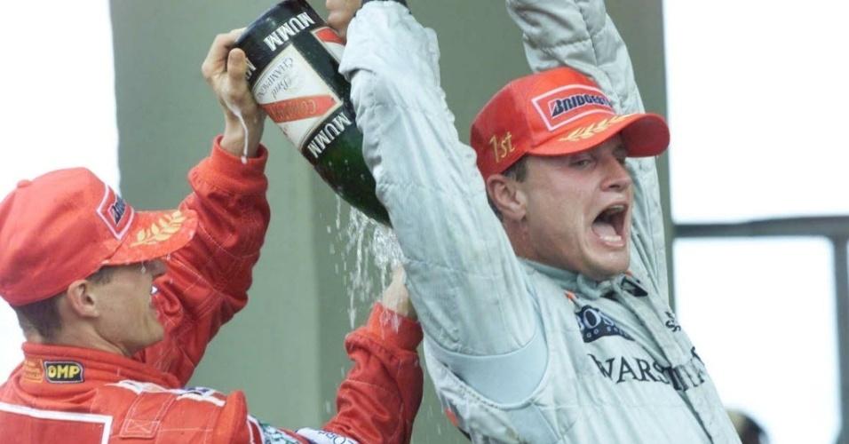 David Coulthard leva banho de Schumacher após vencer GP do Brasil em 2000