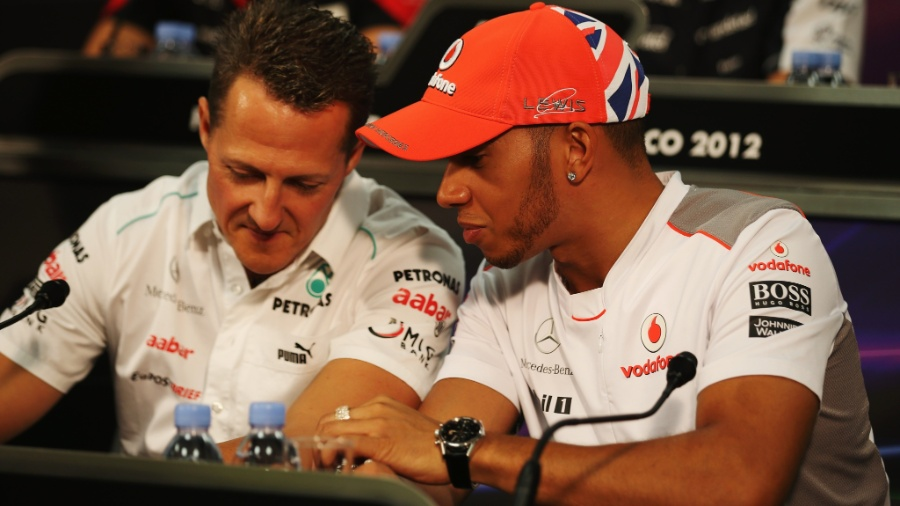 Michael Schumacher e Lewis Hamilton durante coletiva antes do GP de Mônaco, em 2012 - Clive Mason/Getty Images