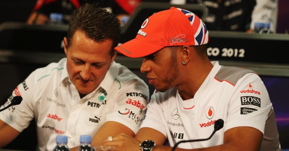 Michael Schumacher e Lewis Hamilton durante coletiva antes do GP de Mônaco, em 2012