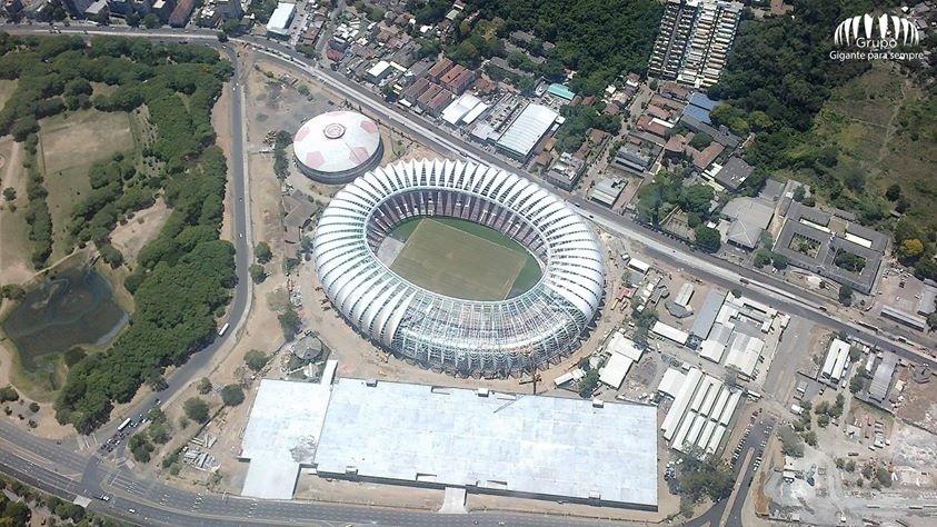 Vista Aérea do estádio e do complexo Beira-Rio durante a reforma para a Copa do Mundo (30/12/2013)