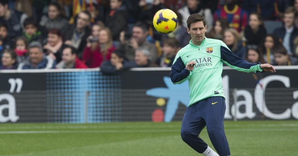 03.jan.2014 - Após 54 dias afastado por causa de uma lesão, Messi mostra boa forma durante treino do Barcelona