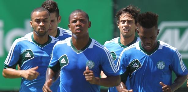 Jogadores do Palmeiras participam do primeiro treino do clube em 2014 - Rivaldo Gomes/Folhapress