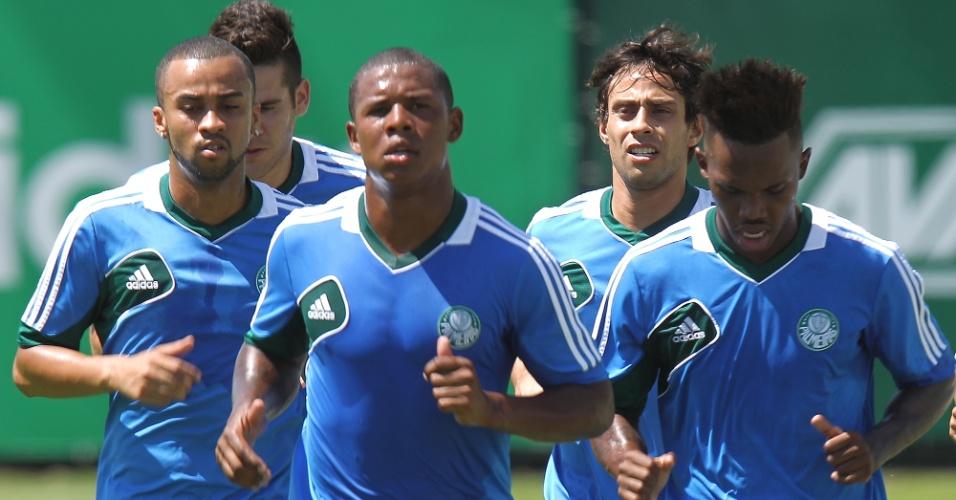 03.jan.2014 - Jogadores do Palmeiras participam do primeiro treino do clube em 2014