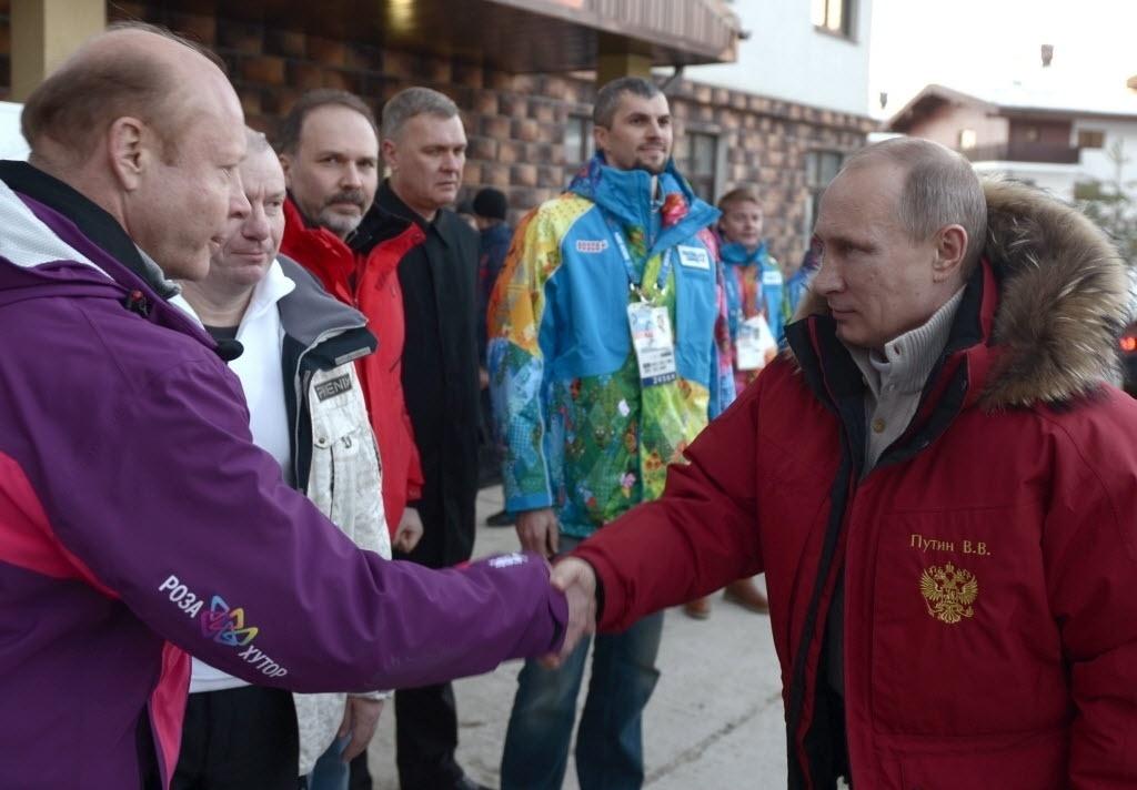 03.jan.2014 - Presidente da Rússia, Vladimir Putin, visita instalações do parque olímpico de Sochi