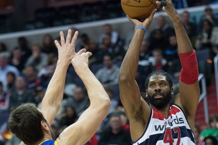 06.jan.2014 - Nenê tenta o arremesso durante partida do Washington Wizards contra o Golden State Warriors, pela NBA