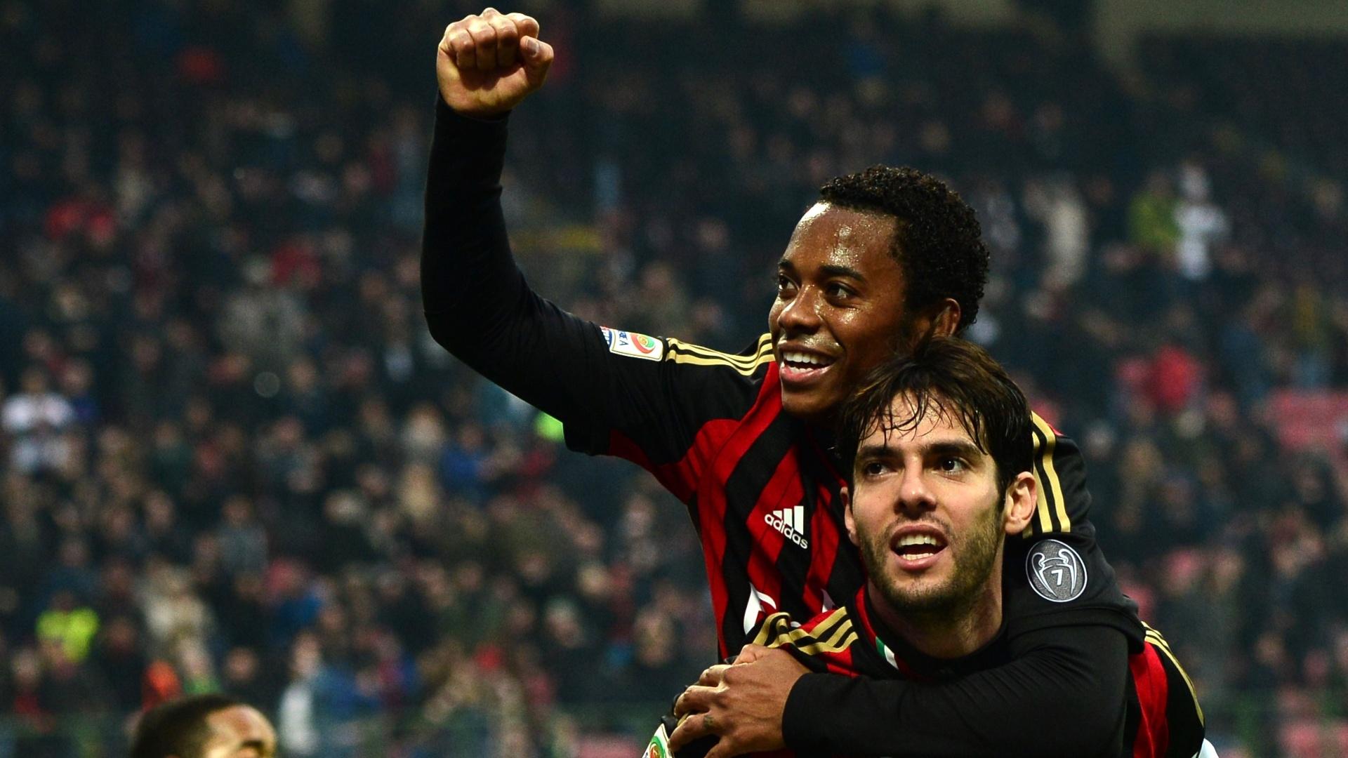 6.jan.2014 - Kaká e Robinho comemoram o segundo gol do Milan contra o Atalanta