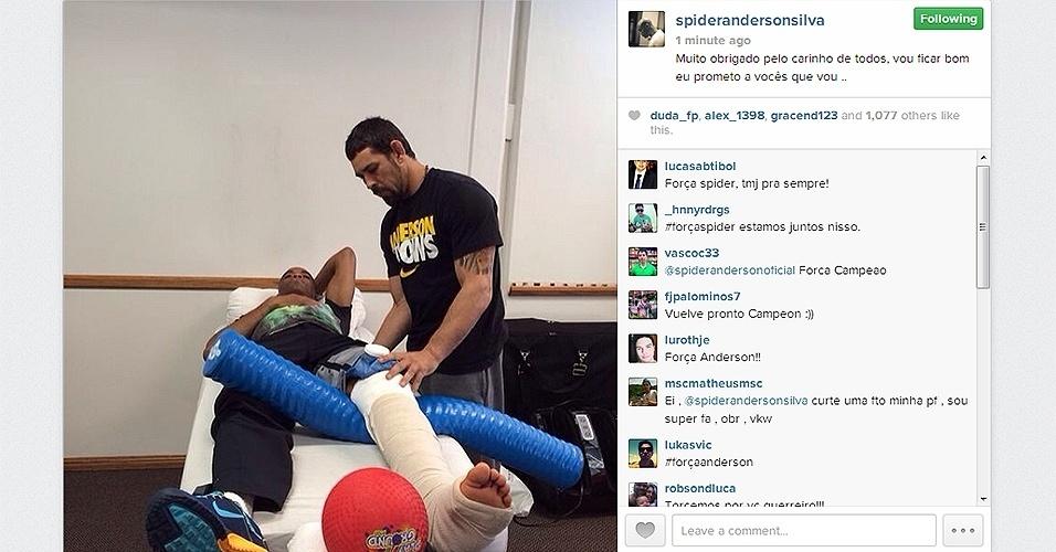 6.jan.2013 - Uma semana depois de fraturar a perna na luta contra Chris Weidman e passar por uma cirurgia, Anderson Silva postou primeira foto fazendo fisioterapia nos Estados Unidos. Na mensagem, ele agradeceu o apoio dos fãs: