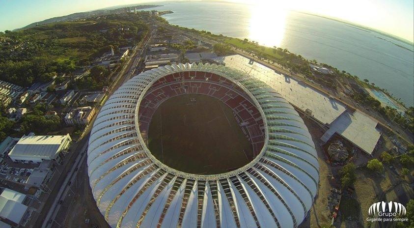 Vista aérea do estadio Beira-Rio que chegou aos 97% de conclusão em janeiro de 2014 (05/01/2014)