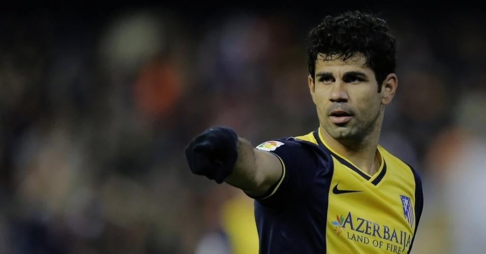 07.jan.2014 - Atacante Diego Costa orienta o Atlético de Madri na partida contra o Valencia, pela Copa do Rei