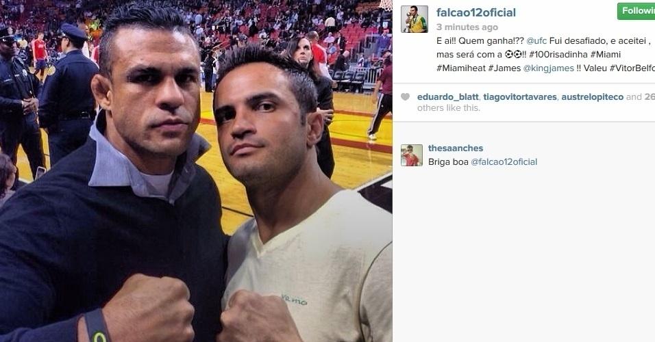 08.01.2014 - Falcão, jogador de futsal, e o lutador de MMA Vitor Belfort, acompanham jogo entre Miami Heat e New Orleans Pelicans