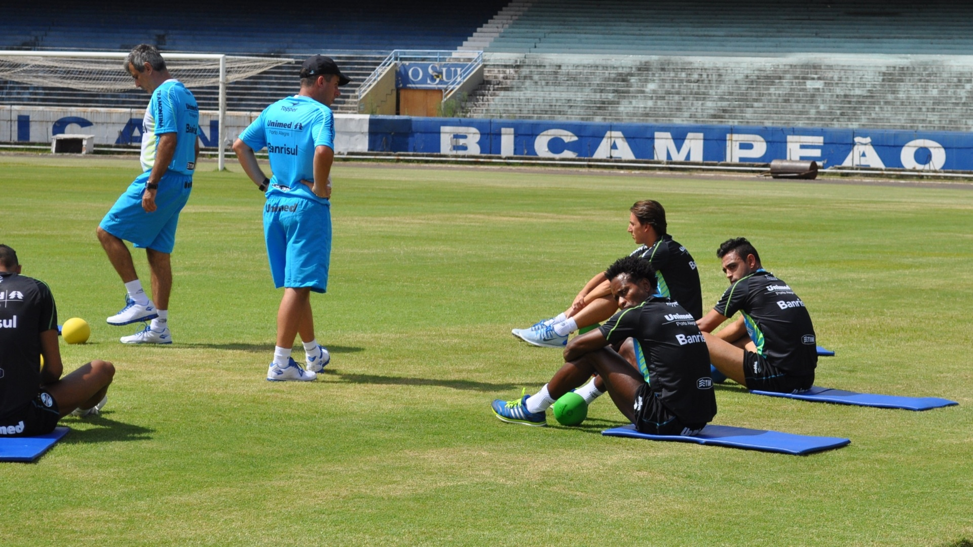 09 jan 2014 - Zé Roberto trabalha no Grêmio ainda sem definição de futuro