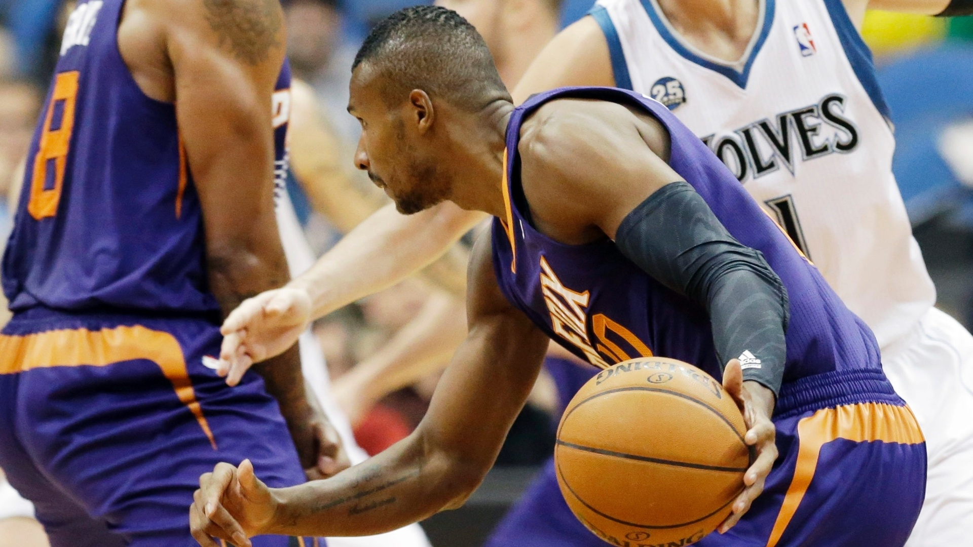 09.01.2014 - Leandrinho tenta a jogada de ataque na partida entre Phoenix Suns e Minessota Timberwolves