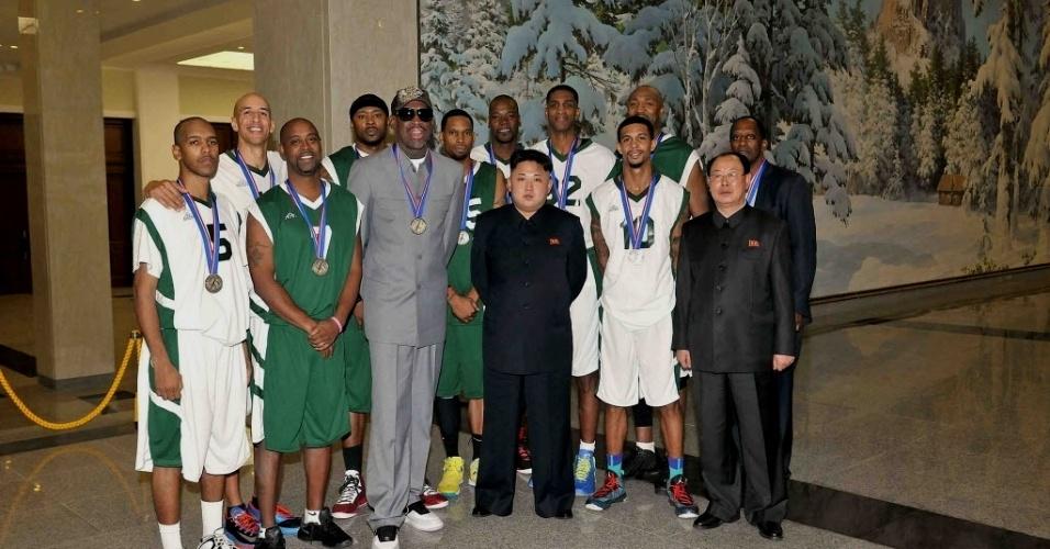 09.01.2014 - Dennis Rodman e ex-jogadores de basquete participam da comemoração do 31º aniversário de Kim Jong-un