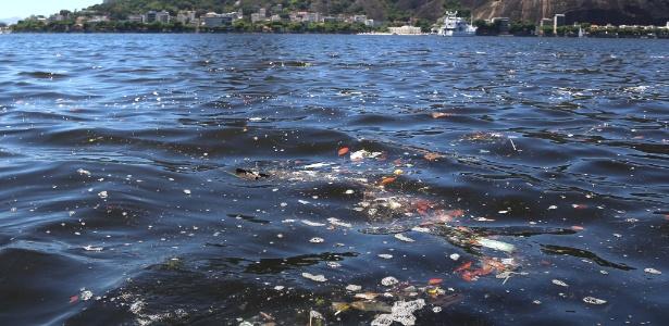 Lixo acumula-se na baía, local de competições da Olimpíada de 2016