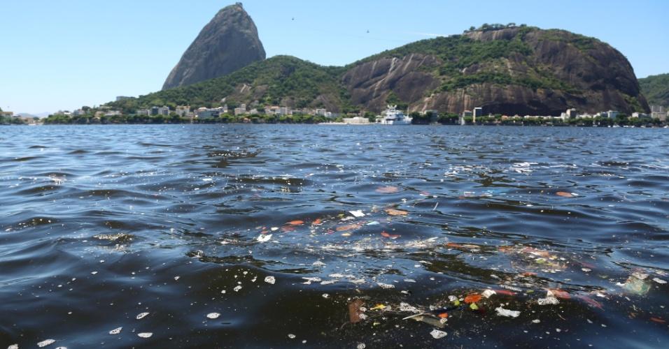 Cartão postal do Rio de Janeiro, Baía de Guanabara preocupa organização da Olimpíada por causa da poluição