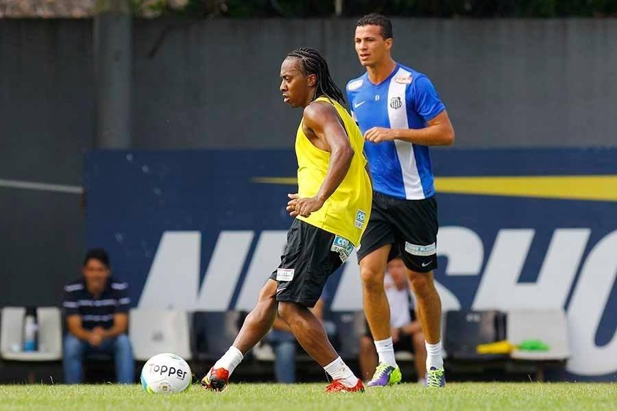 Arouca em primeiro treino com bola do Santos sob o comando do técnico Oswaldo de Oliveira