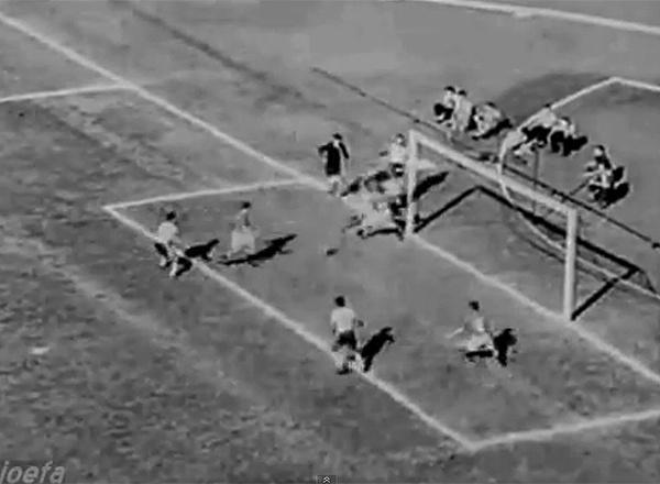 Ademir de Menezes saiu com a bola pela linha de fundo, antes de centrar para o gol de Alfredo. Todo o Pacaembu viu, mas o juiz espanhol Ramon Azon Roma validou o lance, para fúria dos suíços. No final, empate por 2 a 2, sofrido, ainda pela primeira fase
