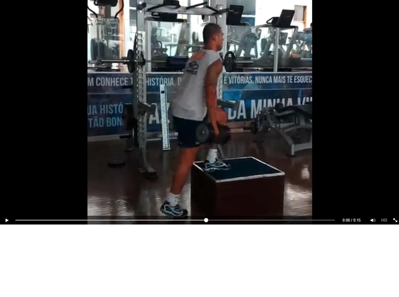 11 jan 2014 - Volante Nilton realiza trabalho físico na academia para se recuperar de lesão que o impede de treinar com bola