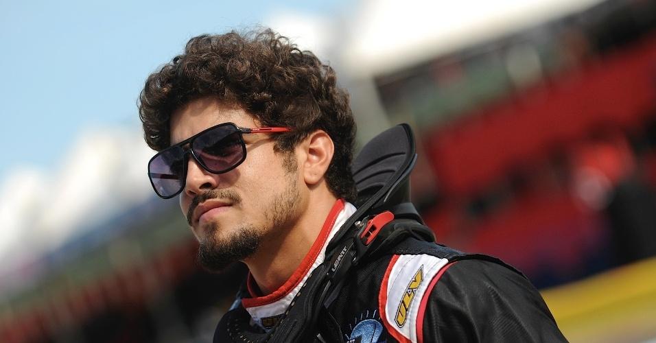 11.jan.2014 - Ator Caio Castro participa do Kart dos Artistas 2014, que ocorre em Penha (SC)