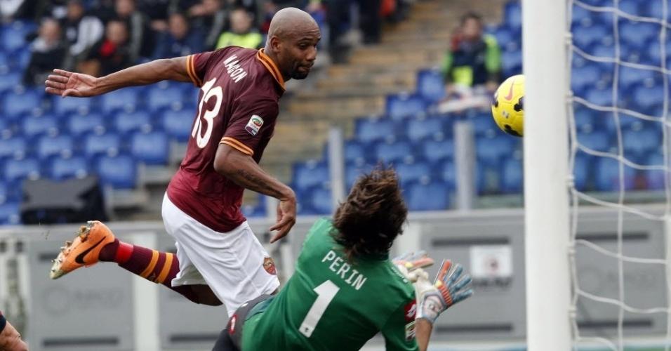 12. jan. 2014 - Brasileiro Maicon marca pela Roma em partida contra o Genoa pelo Campeonato Italiano