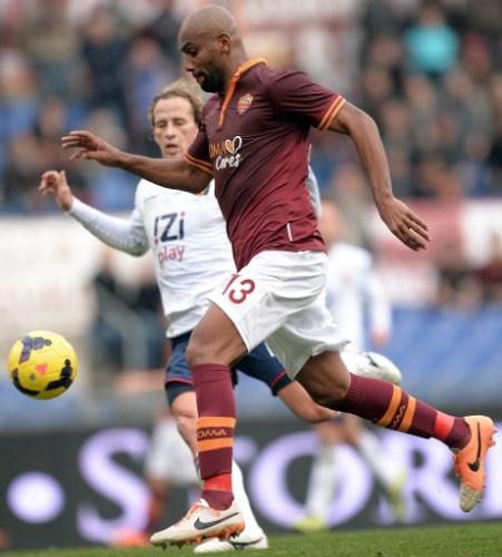 12. jan. 2014 - Maicon foi o autor do terceiro gol da Roma contra o Genoa em jogo do Campeonato Italiano