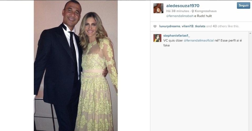 Gullit e Fernanda Lima em festa após o Bola de Ouro