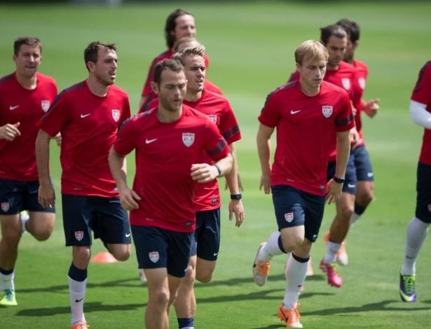 14.jan.2014 - A seleção americana, apenas com jogadores da liga local (MLS), treinou no CT do São Paulo nesta terça; os EUA são a primeira seleção a treinar no país no ano da Copa do Mundo