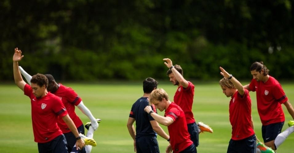 14.jan.2014 - Jogadores da seleção americana treinam no CT do São Paulo nesta terça; os EUA são a primeira seleção a treinar no país no ano da Copa do Mundo