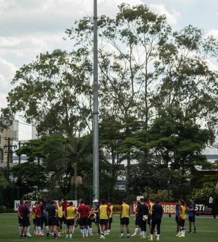 14.jan.2014 - Os EUA são a primeira seleção a treinar no país no ano da Copa do Mundo; nesta terça, 26 jogadores estiveram no CT do São Paulo