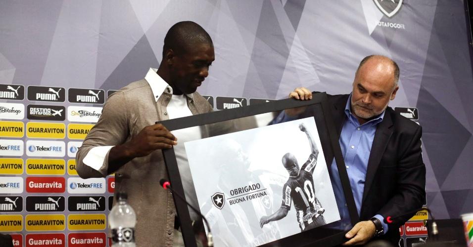 Botafogo faz homenagem e agradece Seedorf, que defendeu o clube por um ano e meio antes de retorno à Itália como treinador