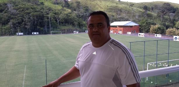 Guto Nader, proprietário do CT João Havelange, posa para a reportagem do UOL Esporte durante treinamento do Vasco