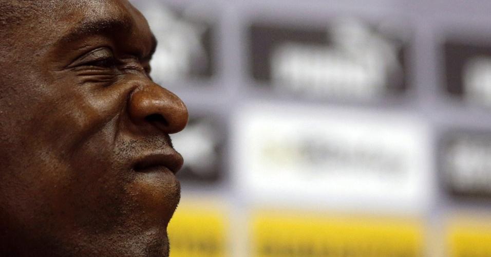 Seedorf faz careta durante adeus ao Botafogo e anúncio de fim de carreira para assumir desafio de treinar o Milan