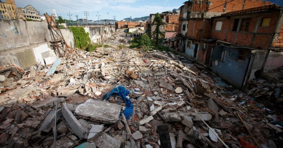 Remoção da favela Metrô-Mangueira começou em 2010. Casas vão dar lugar a polo automotivo