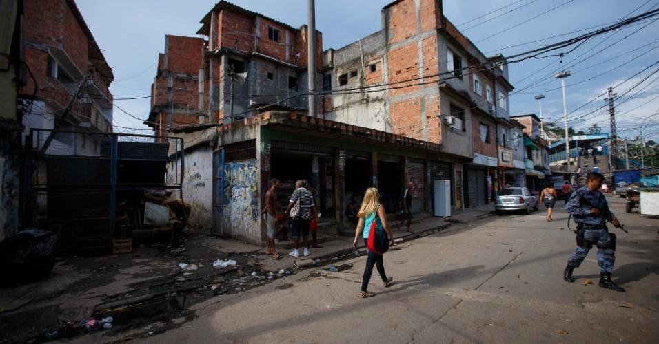Uma das entradas da comunidade Metrô-Mangueira, que fica a cerca de 700 metros do Maracanã, no Rio