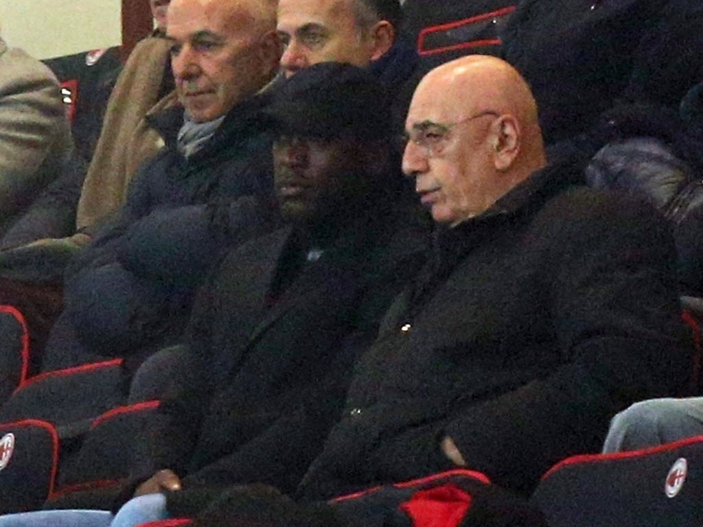 15. jan. 2014 - Novo técnico do Milan, Seedorf assiste ao jogo entre Milan e Spezia pela Copa da Itália