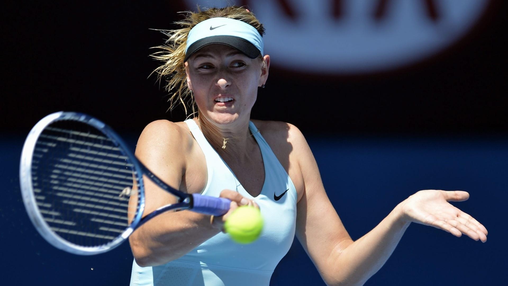 15.jan.2014 - Maria Sharapova faz devolução durante partida contra Karin Knapp