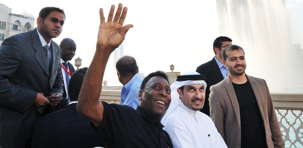 Pelé durante coletiva de imprensa para anunciar parceria com a Emirates