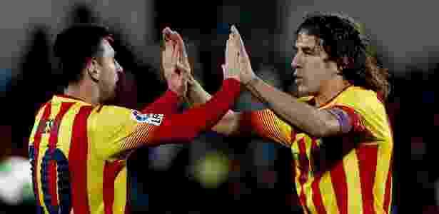 Puyol cumprimenta Messi após gol do Barcelona sobre o Getafe em 2014 - Juanjo Martín/EFE