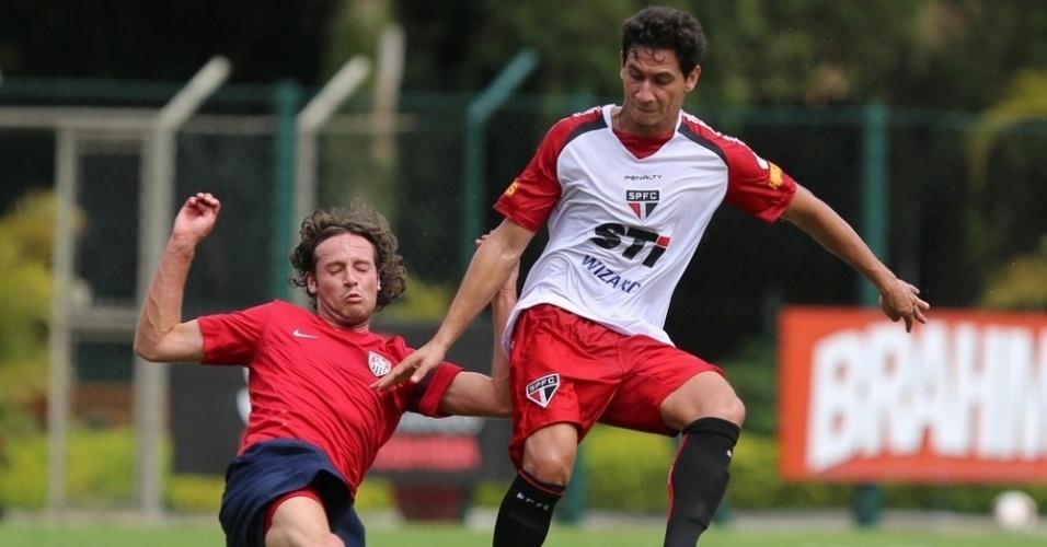 16.01.14 - São Paulo enfrenta seleção dos EUA em jogo-treino no CT da Barra Funda