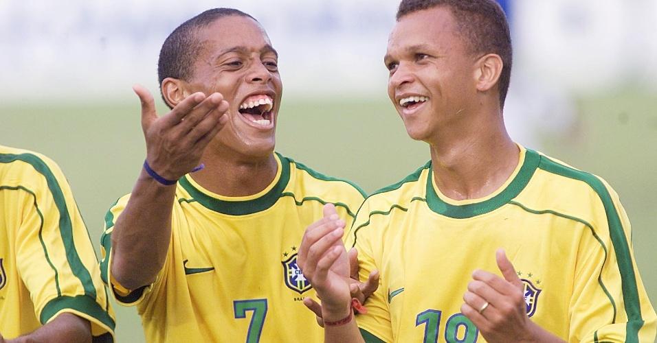 Warley comemora gol no Pré-Olímpico de 2000