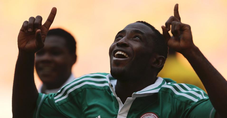 04.jan.2014 - Uzochukwu Ugonna comemora após marcar um dos gols da vitória por 2 a 1 da Nigéria sobre a Etiópia em amistoso disputado em Abuja